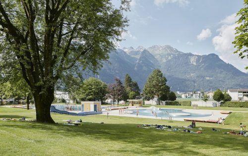 Die Vorbereitungen sind getroffen. Heute startet das Val Blu in die neue Freibadsaison.Schreyer