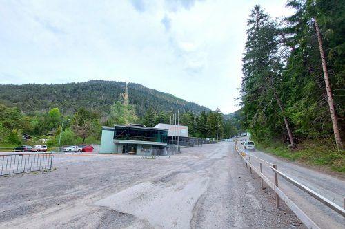Die Zufahrtsstraße zum Parkplatz bei der Muttersberg-Seilbahn wird saniert. Stadt