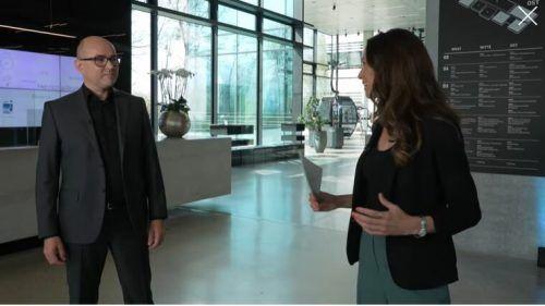 "Doppelmayr-Direktor Thomas Pichler mit ""Insight""-Moderatorin Karina Toth."