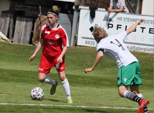 Eileen Campbell (links) war mit ihren zwei Toren die Matchwinnerin für Vorderland im Westderby gegen Wacker Innsbruck.Luggi Knobel
