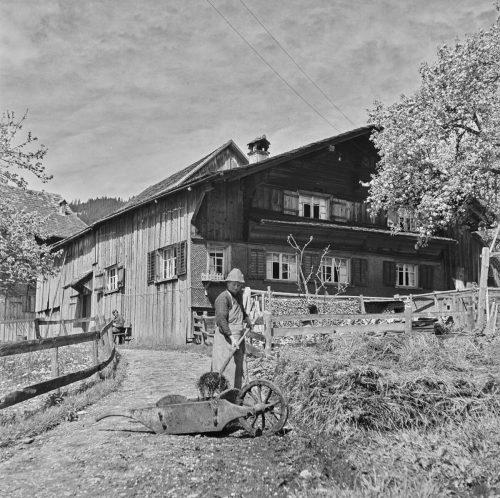 Ein Bauer in Kehlegg zwischen 1920 und 1943 von Franz Beer fotografiert. Damals gab es noch gut 100 Bauernhöfe mehr in Dornbirn.Stadtarchiv, Sammlung Franz Beer