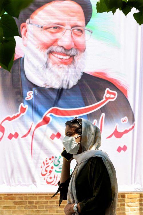 Ein Plakat von Ebrahim Raisi ist in der Hauptstadt Teheran zu sehen.AFP