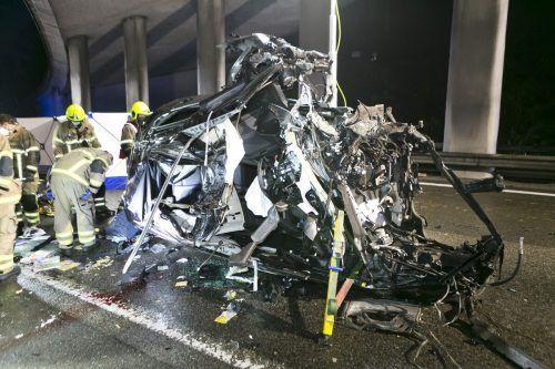 Ein verheerendes Bild bot sich den Einsatzkräften am Unfallort Höhe Koblach. D. MATHIS