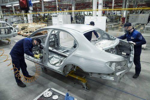 Eine Mercedes-Produktion im russischen Moskau. Ap