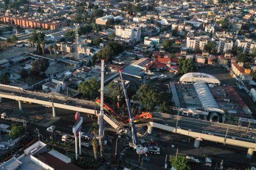 Eine zwölf Meter hohe U-Bahn-Brücke ist eingestürzt, als gerade eine U-Bahn über sie fuhr. Die Zahl der Todesopfer ist auf 25 gestiegen. AFP