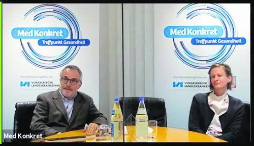 Primar Wolfgang Hofmann und Mirjam Burger erläuterten den Med Konkret-Zusehern anschaulich, was in einem OP-Saal und während einer OP abläuft. vn
