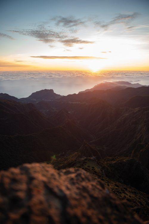 Frühaufsteher werden mit spektakulären Blicken belohnt. Besonders schön ist der Sonnenaufgang auf dem Pico do Arieiro.