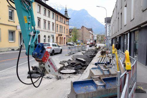 Für die Dauer der Arbeiten musste ein Fahrspur vorübergehend gesperrt werden. Im Juni sollen die baulichen Maßnahmen abgeschlossen sein.