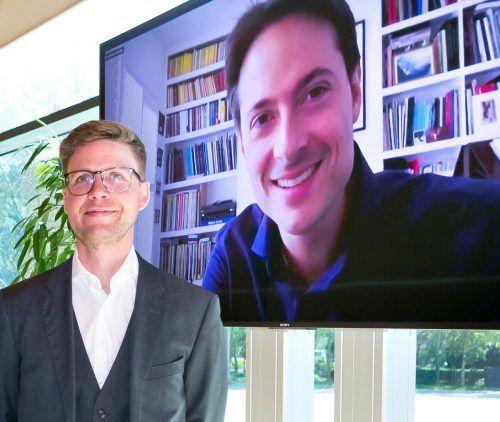 Geschäftsführer Sebastian Hazod und Chefdirigent Leo McFall (per Video-Schaltung) präsentierten das Programm des Symphonieorchesters Vorarlberg.SOV/mathias