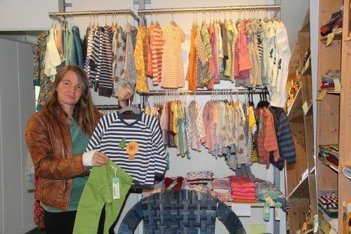 Geschäftsführerin Karin Sander-Pichler zeigt sich glücklich, mitten in Schruns ein Geschäftslokal für den Weltladen gefunden zu haben. STR