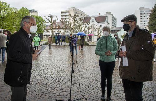"""Harald Sonderegger übernahm eine Petition von der Initiative """"Humanity Memorial Group."""". VN/Paulitsch"""
