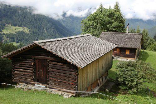 Holzschindeldächer sind typisch für das Montafon und werden durch den Kulturlandschaftsfonds gefördert. Toni Meznar