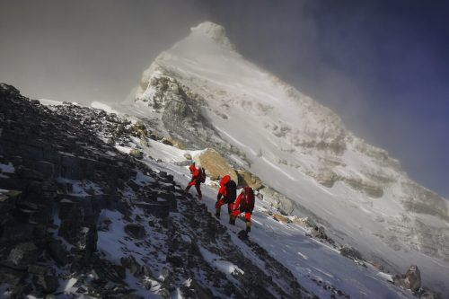 Im Durchschnitt sterben jedes Jahr etwa fünf Bergsteiger auf dem Mount Everest. ap