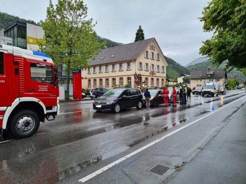 In den Unfall auf der Reichsstraße waren drei Autos verwickelt. FW altenstadt