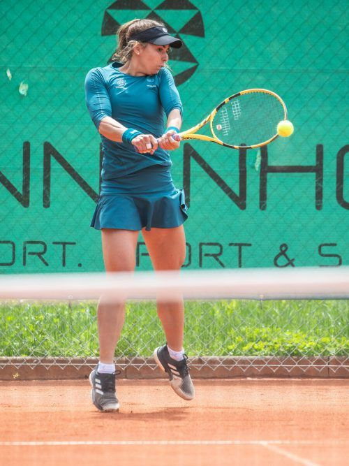 Julia Grabher entschied das Prestigeduell gegen Österreichs Nummer eins Barbara Haas mit 7:5 und 6:2 für sich.VN/Sams