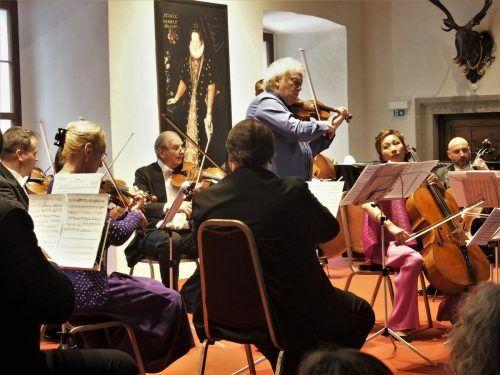 Kammerorchester Arpeggione mit den Solisten Michael Guttman und Jing Zhan im Rittersaal des Gräflichen Palastes in Hohenems. JU