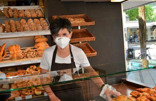 Katharina Gasperi, Verkäuferin in der Bäckerei Mangold, hat das Lachen noch nicht verlernt.EH (3)