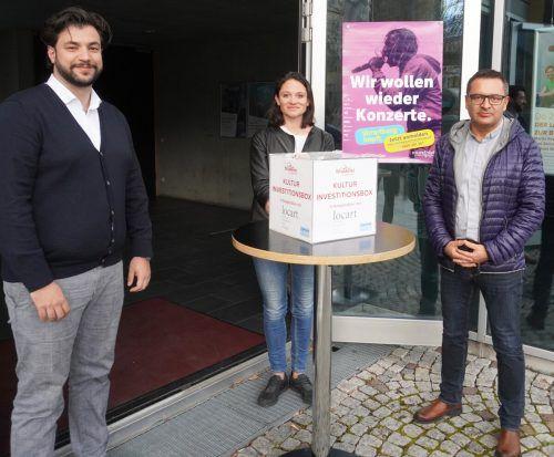 Kulturstadtrat Cenk Dogan, Maria Simma (Verein locart) und Kulturamtsleiter Stefan Kirisits (v.l.) machen gemeinsame Sache.Stadt