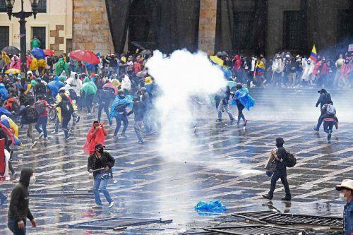 Lage spitzt sich zu: Bei Protesten kam es in Bogotá, Kolumbien, zu Auseinandersetzungen zwischen Demonstranten und Polizei. AFP