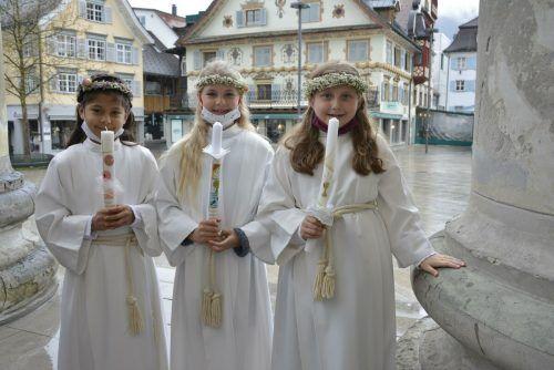 Madlen, Emma und Anna an ihrem großen Festtag.