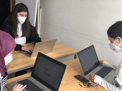 Mädchen des itm-Zweiges des BORG Dornbirn Schoren waren zu einem Speed Mentoring der Technischen Universität Wien Informatik eingeladen. BORG Dornbirn