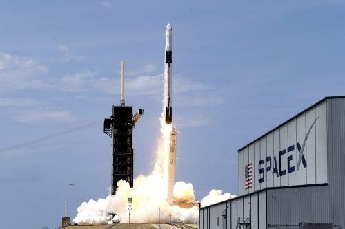 Mit einer Falcon-9-Rakete des privaten Raumfahrtunternehmens SpaceX soll der Satellit nächstes Jahr zum Mond gelangen. Ap