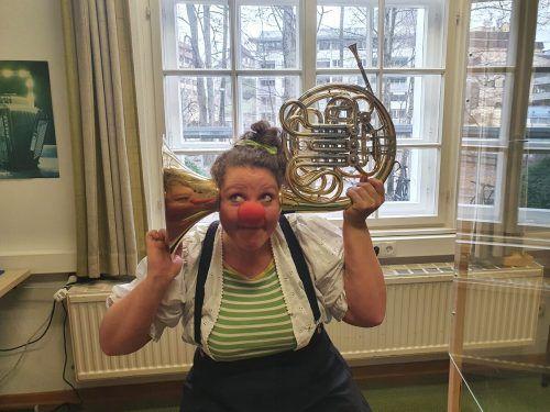 Musikschul-Clown Lillilu stellt in Kurzvideos das Angebot vor. Musikschule
