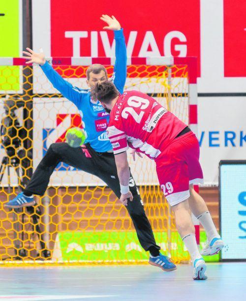 Nach Ablauf der regulären Spielzeit erzwingt Lukas Schweighofer mit seinem Siebenmetertor zum 29:29 die Verlängerung.GEPA