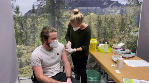Nach dem schleppenden Impfverlauf geht es in Vorarlberg jetzt im wahrsten Sinne des Wortes Stich auf Stich.vn/steurer