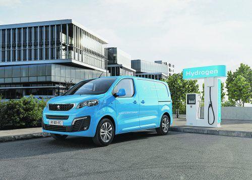 Nach Opel hat nun auch Peugeot konkrete Pläne für die Markteinführung seines Brennstoffzellen-Transporters gemacht. Der E-Expert Hydrogen soll demnach ab Ende 2021 für Gewerbekunden in ausgewählten europäischen Märkten zu haben sein. Gebaut wird das Modell im französischen Valenciennes, die Nachrüstung der Brennstoffzelle erfolgt bei Opel in Rüsselsheim.