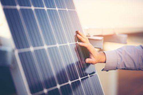 Photovoltaikanlagen sind sehr haltbar und für die Stromgewinnung empfehlenswert. Shutterstock