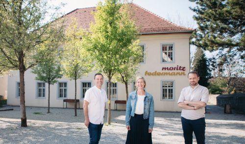 Roland Koenig (von links), Stefanie Brugger und Marc Brugger betreiben das Moritz in der ehemaligen jüdischen Schule.  Büro Schadenbauer