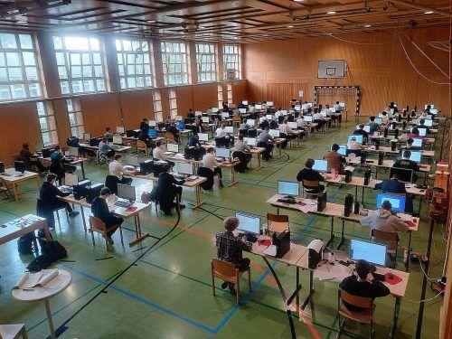 Seit vergangener Woche stehen auch die Diplom- und Reifeprüfungen an der HTL Dornbirn im Mittelpunkt.cth (2)