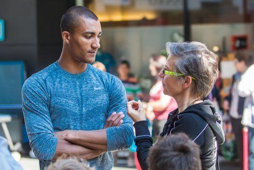 Smalltalk mit Ex-Weltrekordhalter Ashton Eaton bei den Kids Athletics 2015.