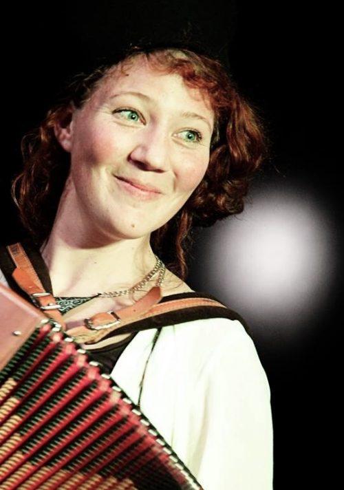Suitner ist Künstlerin, Musikerin, Schauspielerin und als Clown Lillilu bekannt. Beck