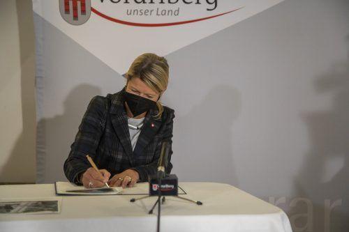 Tanner unterschrieb, dass Vorarlbergs Bundesheer aufgerüstet wird: Kasernen sollen renoviert werden. Der Assistenzeinsatz wird verlängert. VN/Paulitsch