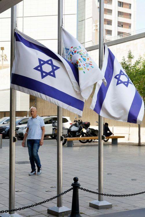 Trauer in Israel. Flaggen wurden auf Halbmast gesetzt, Veranstaltungen abgesagt. ap