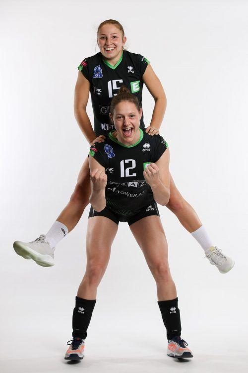 Ursula Ehrhart (stehend) und Anna Oberhauser greifen mit dem ÖVV-Frauenteam nach den Sternen und wollen sich für die EM-Endrunde im Herbst qualifizieren. GEPA