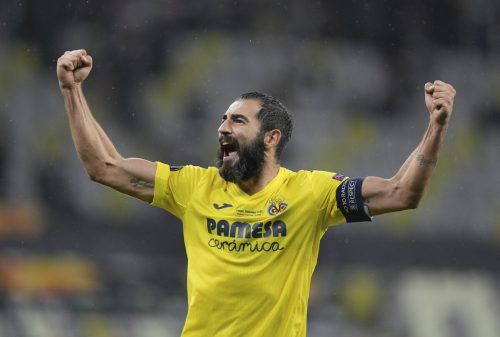 Villarreal-Kapitän Raul Albiol jubelt nach seinem Treffer im Elfmeterschießen und damit über den Sieg in der Europa League.ap