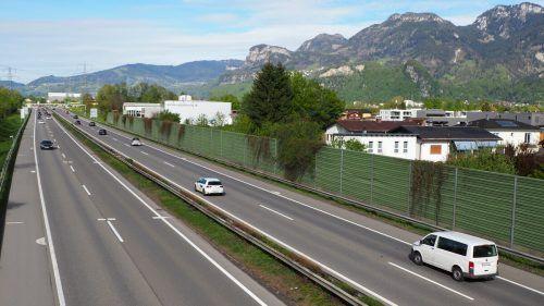Wände auf 250 Metern Länge sollen die Anrainer vom Autobahnlärm abschirmen. EGLe