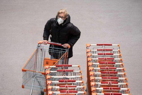 Wer gerne später einkauft, wird über die neuen Lockerungen erfreut sein. AFP