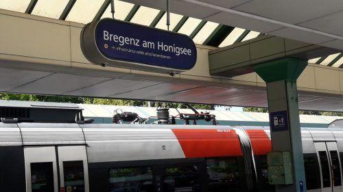 """Zum Welttag der Bienen wird der Bahnhof Bregenz einen Tag lang zum Bahnhof """"Bregenz am Honigsee"""". ÖBB"""