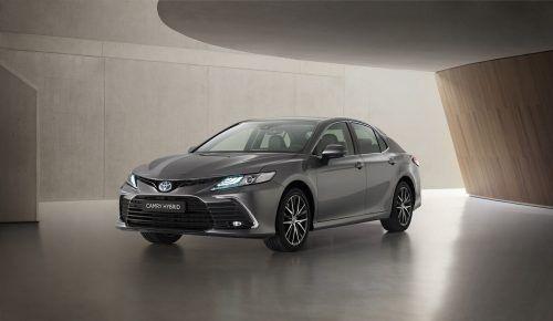 2019 ist der Toyota Camry nach Europa zurückgekehrt. Jetzt erfolgte eine Aktualisierung des 178-PS-Vollhybriden. Der Preis: ab 40.990 Euro.