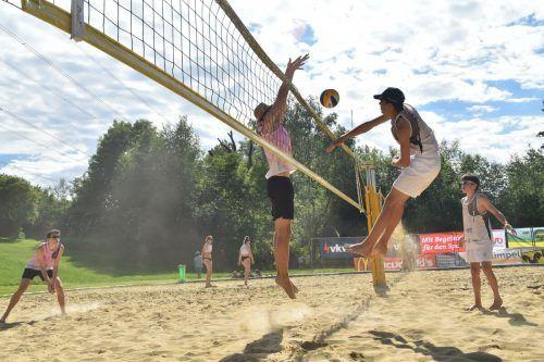 78 Beachvolleyball-Duos boten in Hohenems spannende Matches.