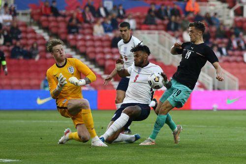 Abschlussversuch von Christoph Baumgartner, gegen Englands Torhüter Jordan Pickford und Verteidiger Tyrone Mings. Vor allem nach der Pause fehlte dem ÖFB-Team im Angriff auch ein wenig das Glück.gepa
