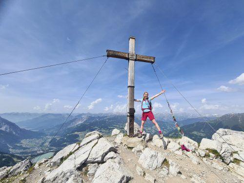 Am Gipfel der Tschaggunser Mittagsspitze hat man einen Ausblick auf das Montafon. Oliver Ihring