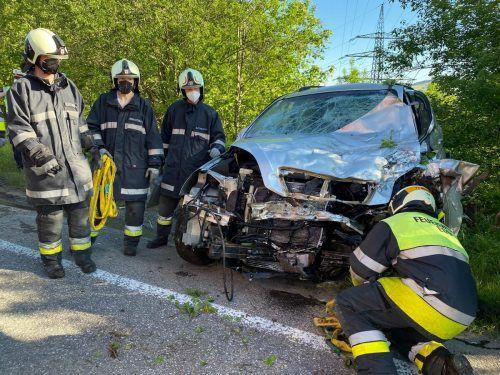 Am Pkw der 35-jährigen Lenkerin entstand durch den Zusammenstoß mit dem Lastwagen Totalschaden.vol.at/Mayer