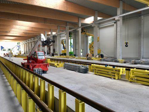 Arbeiten an der Servicehalle im ÖBB-Gelände in Bludenz im September 2019 für den geplanten Einsatz des Talent 3. VN/Schwald