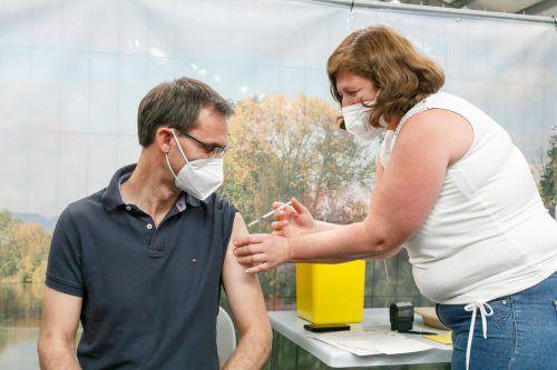 Auch Politiker bleiben von Impfreaktionen nicht verschont. Markus Wallner kämpfte nach der zweiten Dosis mit Kopfbrummen.vlk/hofmeister