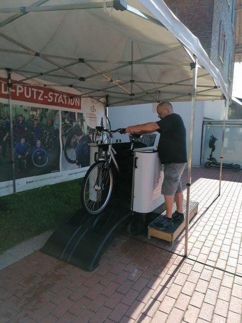Auf dem Wolfurter Wochenmarkt kann man sein Rad auf Vordermann bringen lassen.